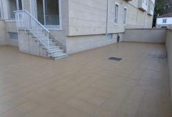 Piso en planta con excelente terraza de 104 m2 en Bertamiráns.